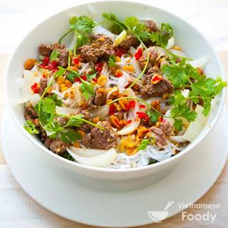 Vietnamese Rice Noodle Bowl with Stir-fried Beef (Bun Bo Xao Recipe).