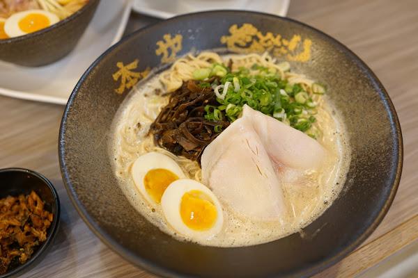 麵屋偶本也拉麵-新竹巨城店。來自日本沖繩的美味拉麵!