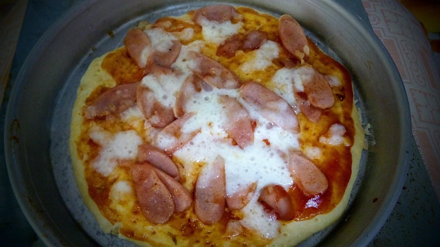 Pizza Daging dan Sosis Rumahan