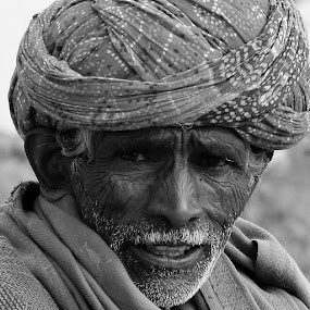 OLD MAN FACE WITH WRINCLES by Vijendra Parmar - People Portraits of Men ( faces, mans portrait, vijendra photography, people,  )