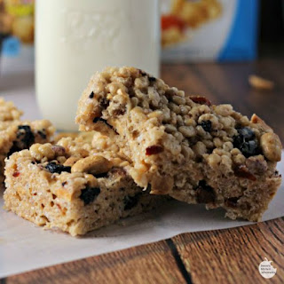 Berry Yummy Milk and Cereal Bars Recipe