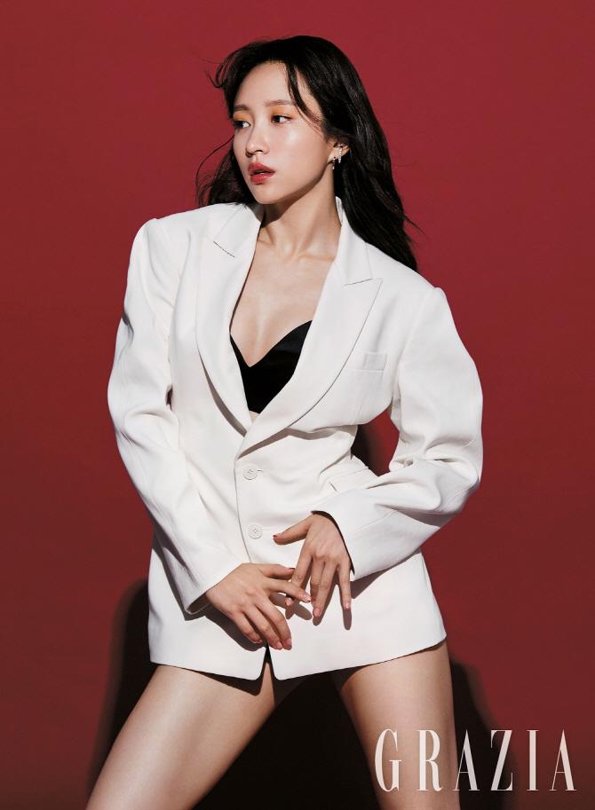 Hani EXID Shown Sexy in the Latest Photo Shoot GRAZIA Magazine 3