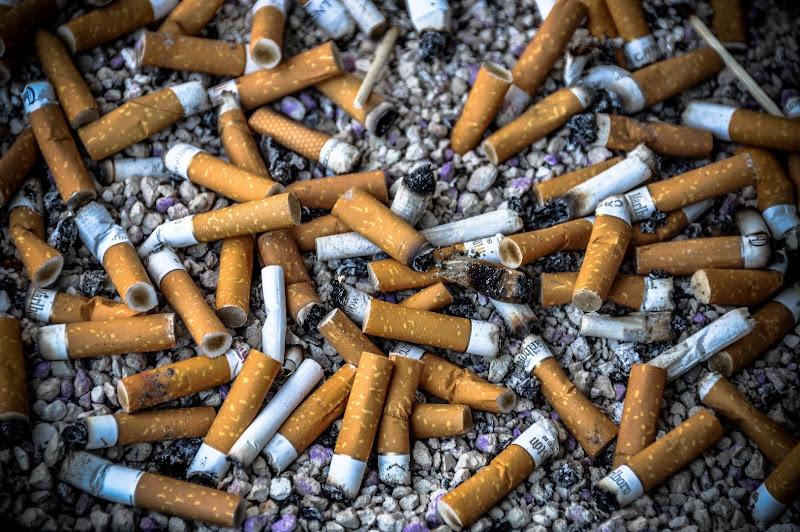 Sigarette... alla fine solo rifiuti di Paolo Scabbia