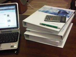 Photo: una oferta de 800 páginas no hay qien la asimile. Resumen ejecutivo 30 pág... técnicas de lectura diagonal :)