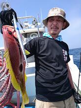 Photo: ・・・また変なの釣って。 えーと、ウラスジ・・・じゃない。 ヨコスジフエダイでした。