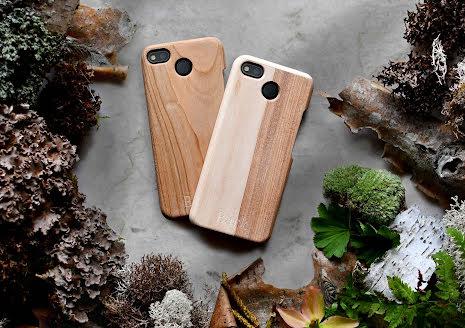 Mobilskal till Fairphone 3 och 3+ av svenskt hyggefritt trä, naturfärg (ask, alm, björk)