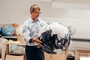 Wie ein Globus-Bauer sein Handwerk digitalisiert