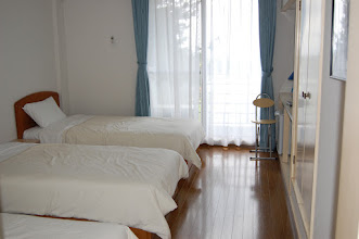 Photo: 203号室 洋室3名部屋 テレビ有、エアコン有、冷蔵庫有、 トイレ有、バスルーム無
