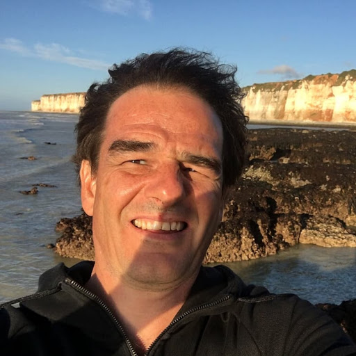 Raphaël Seydoux court pour L'Arche à Pierrefonds à la course des 2 châteaux !