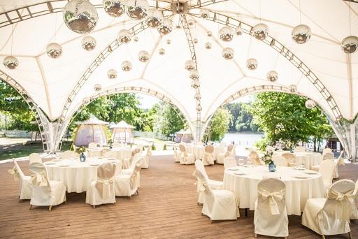 Шатер на 150 человек в ресторане La Plage для свадьбы