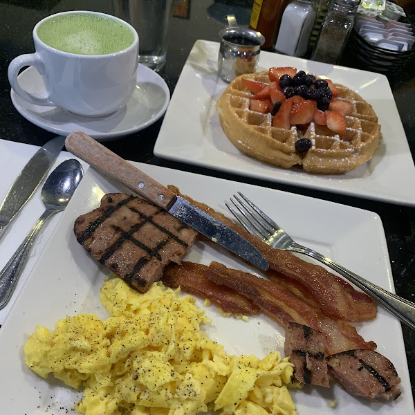 one of my favorite breakfast places, where I have a hard time choosing between a gf waffle or pancakes. fresh, reasonably priced, quick delivery and nice staff.