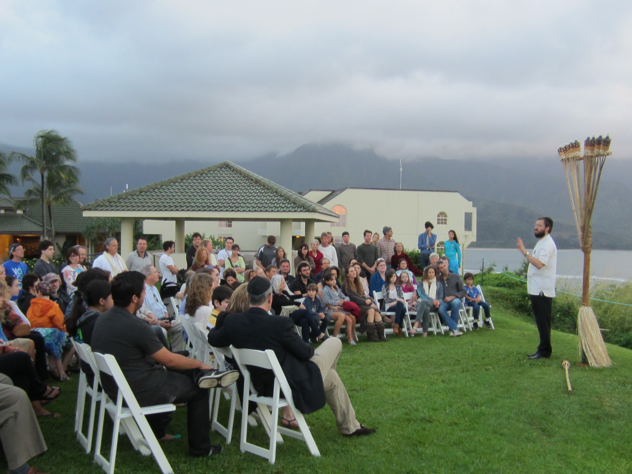Photo: Over 100 Jews gathered on Kauai's North Shore