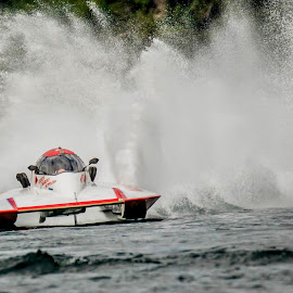 Im Catching Up by Ken Nicol - Sports & Fitness Watersports