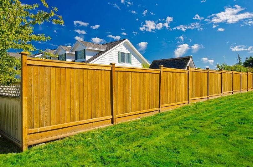 Drewno - najpopularniejszy materiał na ogrodzenie