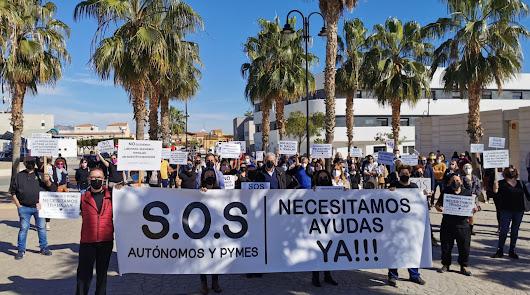 El comercio de Vera y Garrucha toma las calles para exigir soluciones a la Junta