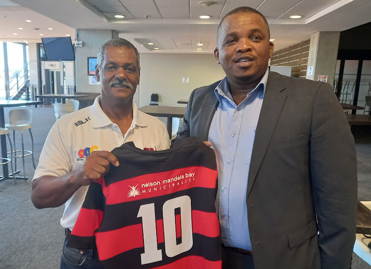 NMB Municipality deputy mayor Thsonono Buyeye, right, and EP coach Peter de Villiers unveil the new Elephants jersey