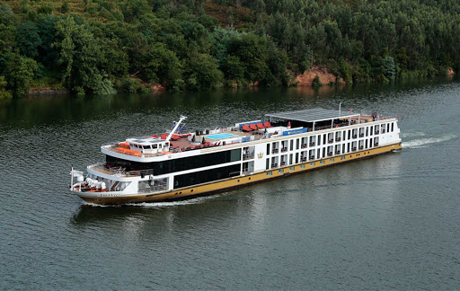 AmaVida_1.jpg - Explore Portugal's breathtaking Douro River Valley during a voyage aboard AmaVida.