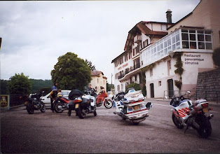 Photo: achterzijde hotel Gerard - garages