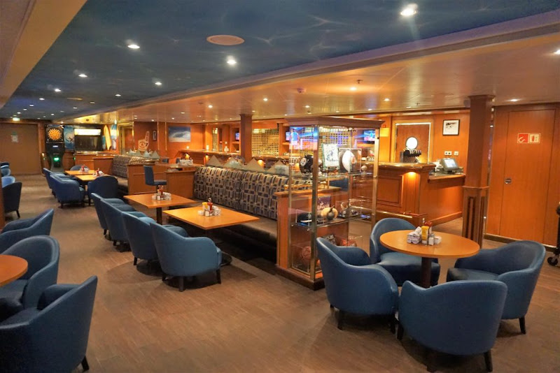 Head to Longboard Bar for snacks and refreshments on Norwegian Sky.