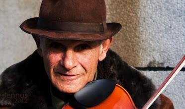 Photo: Mann mit Hut und Violine in Eppendorf