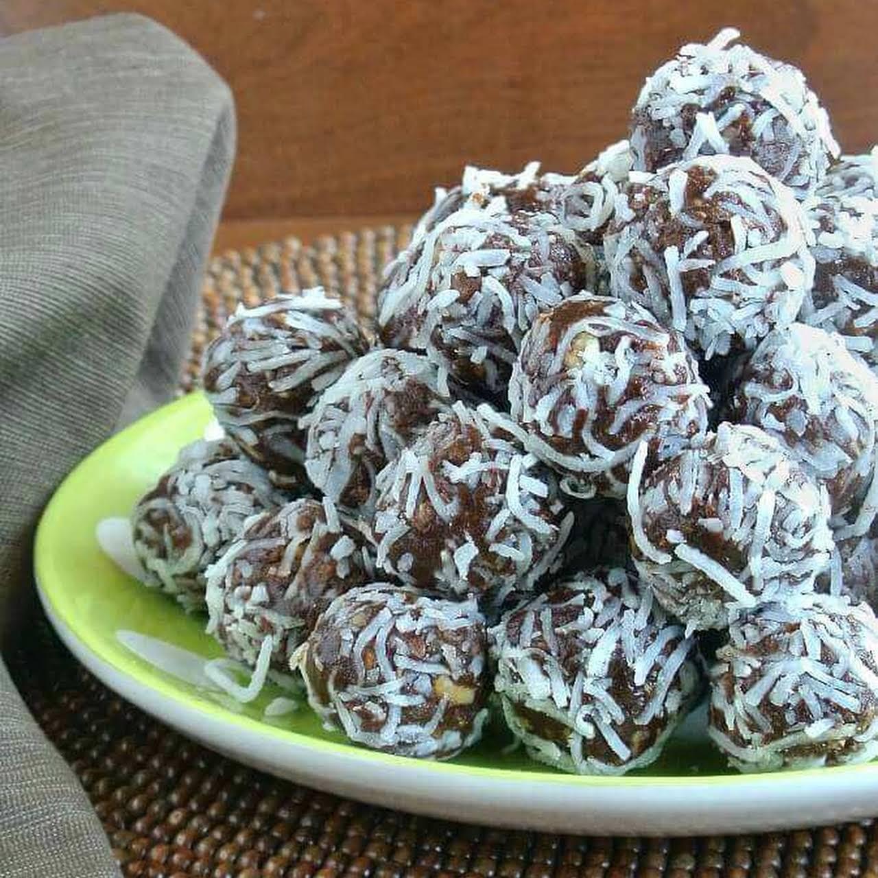 Raw Date Chocolate Balls