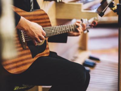 live music on a patio in niagara