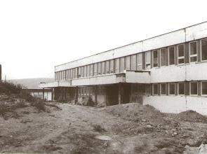 Photo: Rozostavané zdravotné stredisko, detské ambulancie boli v provizórnych prízemných priestoroch bytoviek, ktoré boli určené ako kočikárne.