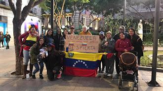 los venezolanos reunidos en la Plaza del Educador.