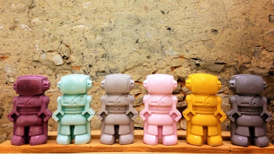figurine déco robot en béton