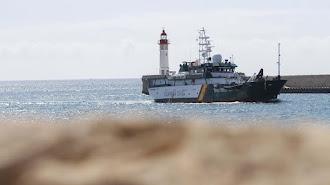 Imagen de archivo de una embarcación de la Guardia Civil en el Puerto de Almería.