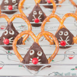 Christmas Mice - a Pretzel Recipe