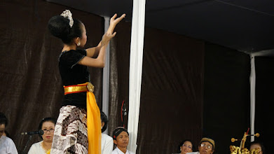 Photo: The cultural performance during the opening ceremony of the 14th Sakyadhita International Conference. Photo courtesy of Nhan Lehoang.