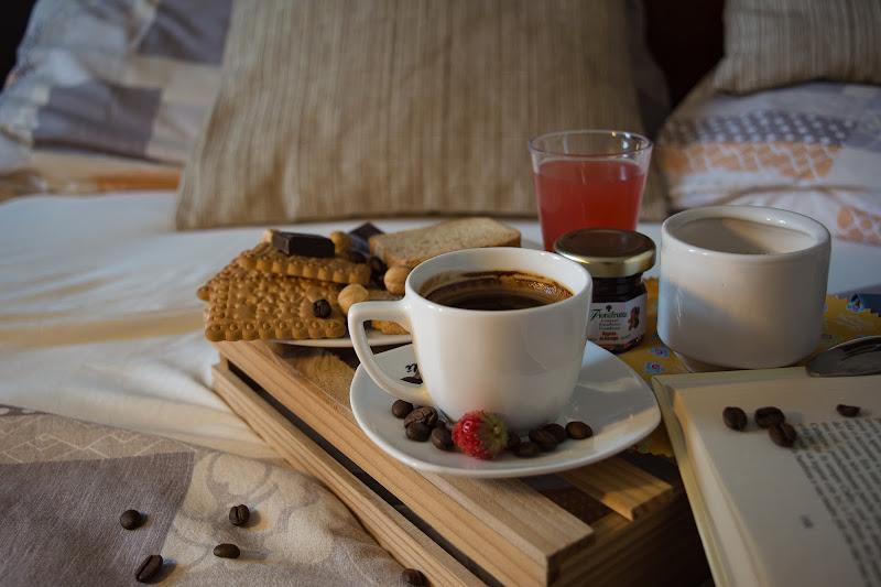 Sunday: coffee in bed di surimi74