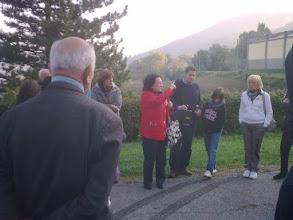 Photo: Anna Rosa indica il cimitero di Salvaro