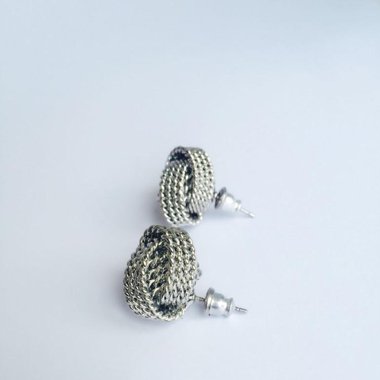 E036 - S. Love Knot in Vogue Earrings