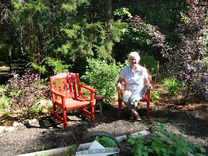 Photo: Joanne Fischbach Enjoys Colorful Sitting Area