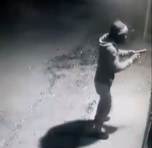 WATCH | KZN business owner shot during attempted robbery - SowetanLIVE