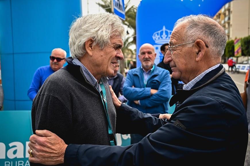 Muñoz habla con Amat.