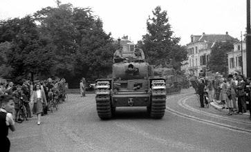 Photo: 0018. Bevrijding, voertuigen van de geallieerden (o.a. een tank) rijden van het Plein 1813 de Alexanderstraat in, richting Mauritskade.  http://www.loki-travels.eu/