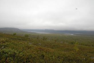 Kuva: Yön yli nukuttuani jatkui matka pilvisessä säässä kohti Terbmistä. Ensin Porovaaran rinteille...