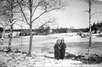 Photo: Dammen vy mot Telegrafen-skolan, 1945 Kerstin o Karin Pettersson