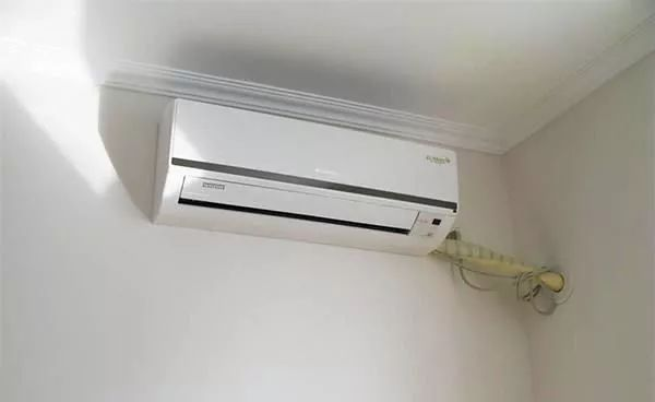 source of air from wall mounted air conditioner