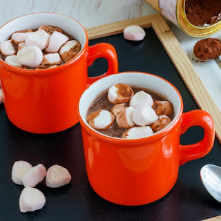 Hot Chocolate & Marshmallows Spiked With Rum