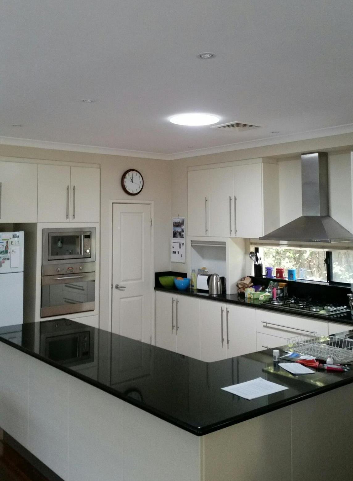 https://solatube.com.au/wp-content/uploads/2016/11/4-Kitchen-Adross-After-290DS.jpg