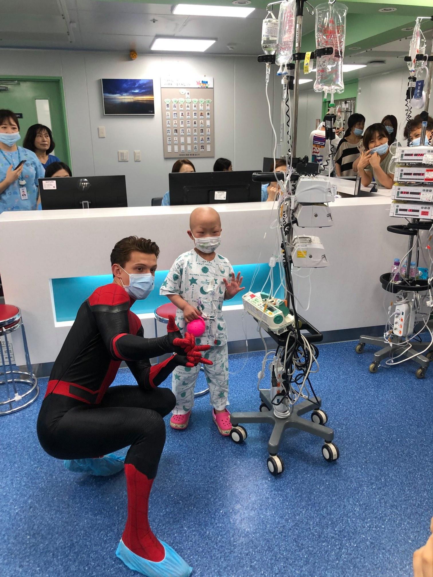 tom holland korea kids hospital 1