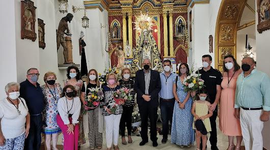 Alcalde, hermano mayor de la Hermandad de la Virgen de las Angustias y otras autoridades.
