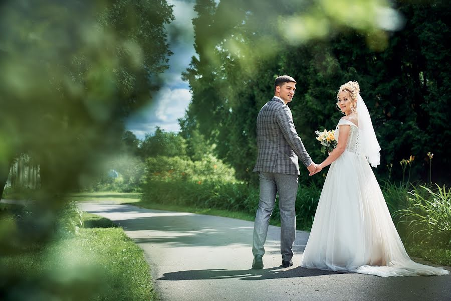 Wedding photographer Evgeniy Oparin (oparin). Photo of 10.08.2020
