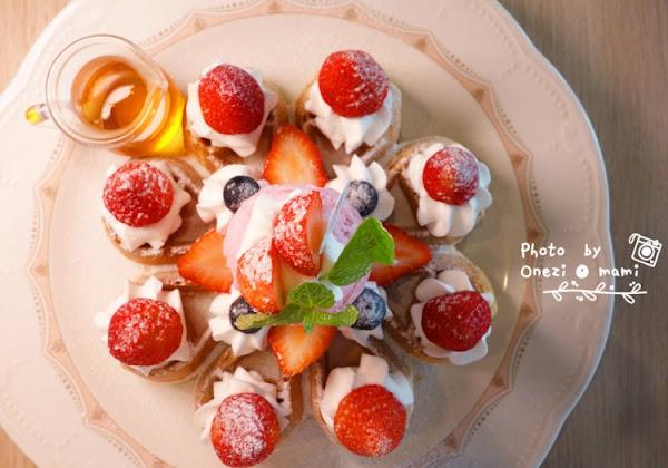 【高雄下午茶】左營|芙兒鬆餅 ♥ 冬季浪漫限定!滿滿草莓的花瓣鬆餅兒x草莓冰沙 (๑´ㅂ`๑)♡