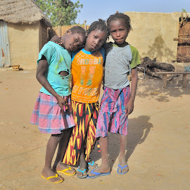 Sisters by Tomasz Budziak - Babies & Children Child Portraits ( africa, child portraits, childrens )