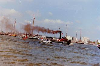 Photo: De recordpoging tijdens Sail Amsterdam in 1990 Foto: M. van der Werf